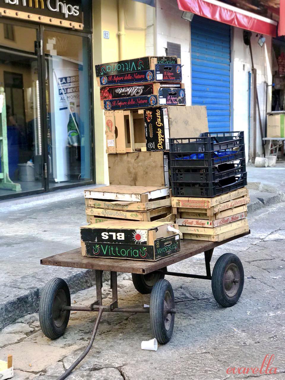 bollerwagen mit holzkisten, mercato del capo, palermo