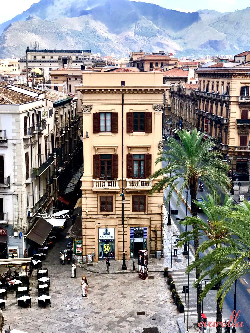 Blick auf den Eingang in die Vucciria, die Piazza San Domenico und die Via Roma - La Rinascente Palermo