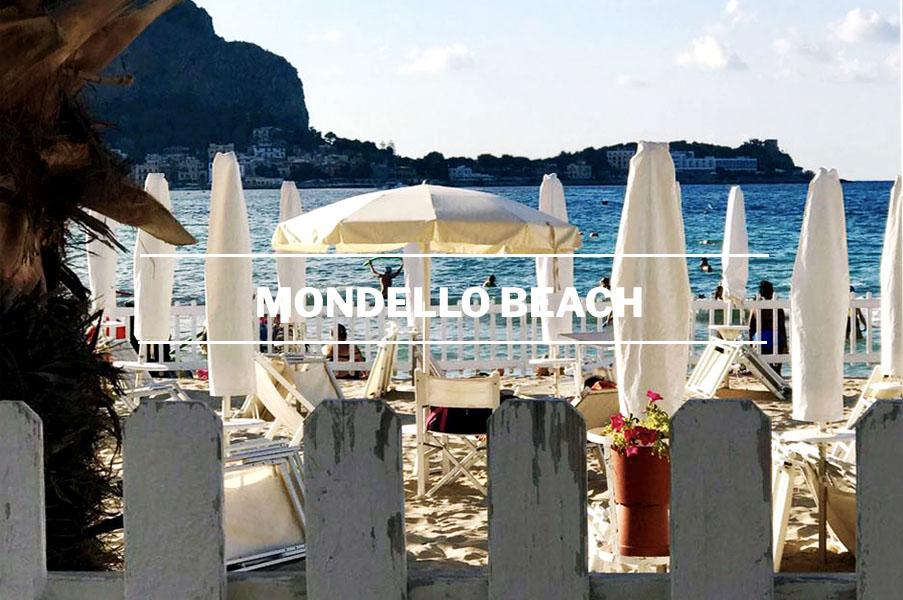 Der Strand von Mondello in Palermo-Sizilien