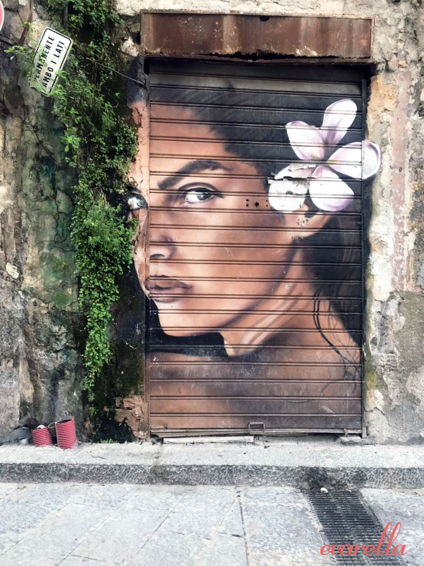 streetart palermo sizilien frau mit blume